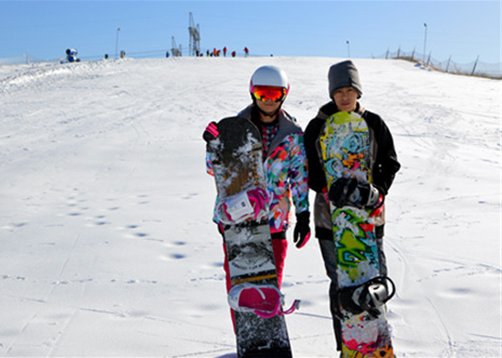 Xixia Culture Park Ski Resort opened on November 26, indicating the beginning of winter tourism Ningxia.